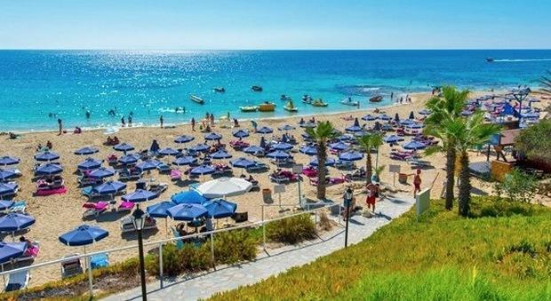 Diciannovenne stuprata in vacanza da 12 coetanei: orrore a Cipro, molti sono minorenni