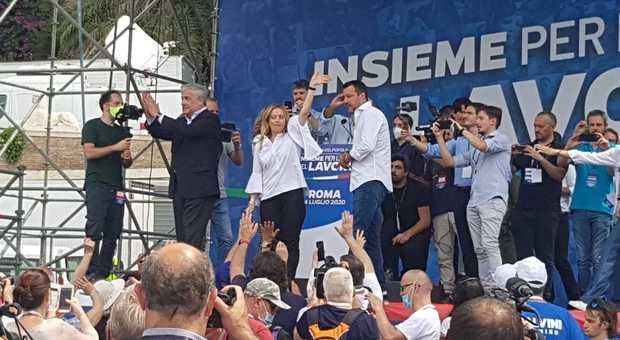 Centrodestra in piazza a Roma, Salvini e Meloni tentano la spallata a Conte