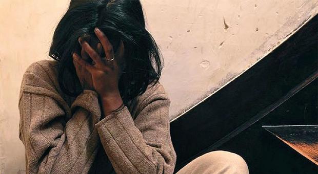 Aggredita di notte mentre tornava a casa, legata e violentata: fermato un agricoltore