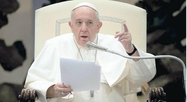 Papa Francesco e le inchieste: «Sconfiggerò la corruzione? Ci provo, ma sono pessimista»
