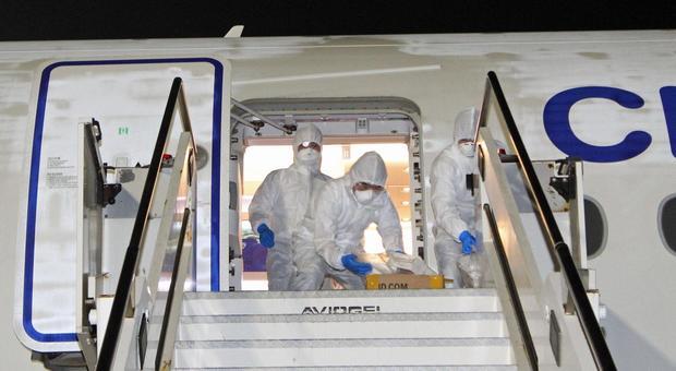 Coronavirus, città deserte in tutta Italia. Gli Usa isolano l'Europa. Borse a picco