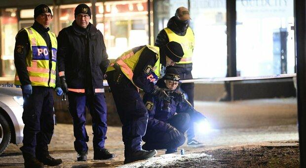Svezia, terrore in strada a Vetlanda: 8 persone accoltellate, 2 gravi. Fermato 20enne