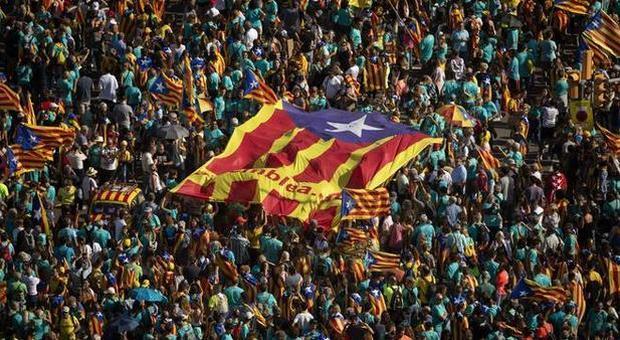 Catalogna, tutti condannati i leader indipendentisti: 13 anni all'ex presidente Oriol Junqueras