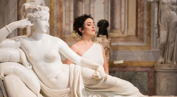 Il soprano Rosa Feola canta accanto a Paolina Borghese
