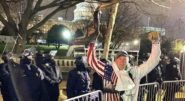 L'ex Livorno ed NBA David Wood tra i manifestanti davanti al Campidoglio Usa