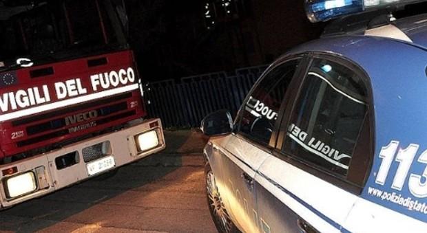 Centocelle, incendio doloso in un ristorante, distrutti i locali, evacuate le famiglie del palazzo