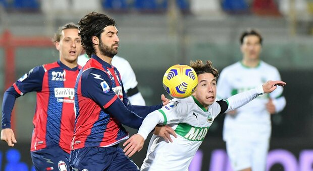 Il Sassuolo vince a Crotone, Stroppa a rischio. Idea De Rossi