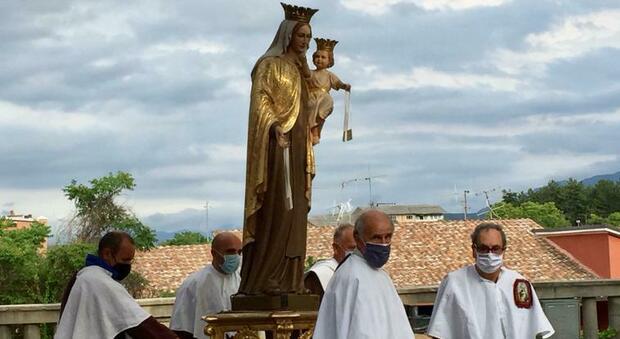 L'Aquila, Madonna del Carmine in processione