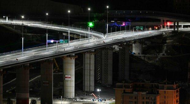 Ponte di Genova riaperto al traffico: ponente e levante della città sono 'ricuciti' thumbnail