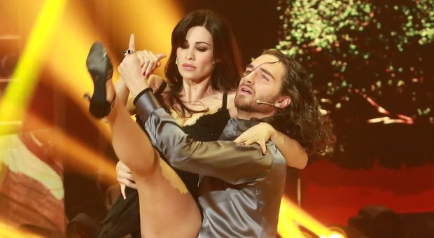 Manuela Arcuri si racconta: «A Ballando per imparare. Matrimonio con Giovanni? Vedremo...»