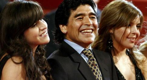 Covid, boom di contagi in Argentina. La figlia di Maradona: «Non è colpa di mio padre»