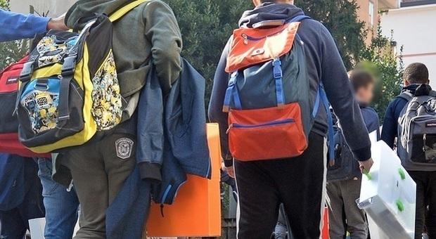Scuola, sciopero dei precari il 17 marzo. I sindacati: «Bullismo ministeriale»