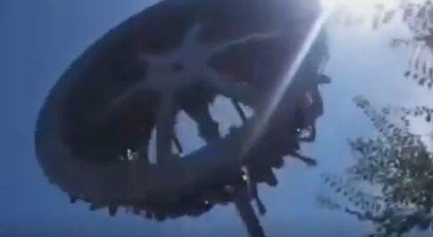 Giostra del luna park si spezza e crolla a terra: morta una 19enne
