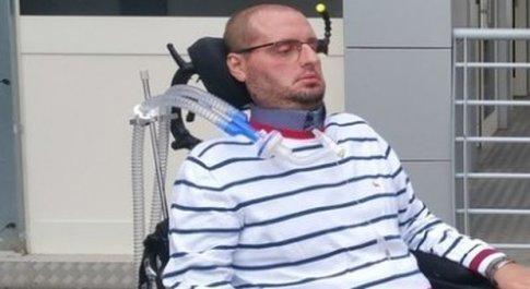 Caserta, malato di SLA protesta all'Asl: «Senza assistenza preferisco il suicidio»