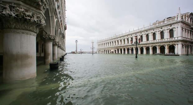 Venezia, mutui sospesi per un anno, sindaco Brugnaro commissario straordinario