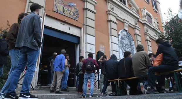 Cinema Palazzo occupato verso lo sgombero: staccata la fornitura (abusiva) di elettricità