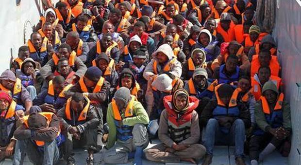 Profughi: 7 miliardi di fondi Ue, ma all'Italia solo pochi milioni