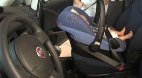 Pisa, neonato muore per lo scoppio dell'airbag dopo un tamponamento: era nell'ovetto sul sedile anteriore