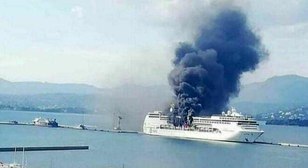 Corfù, in fiamme la nave da crociera MSC Lirica