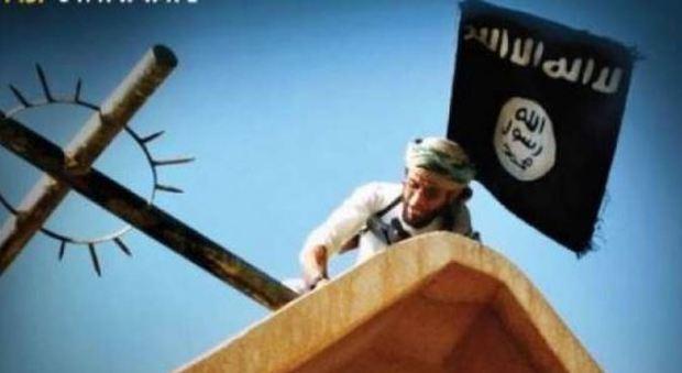Isis, la rivista Dabiq contro il Papa: «Difende i gay e l'Islam moderato»