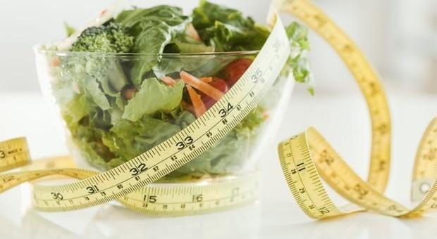 Dieta per perdere chili dopo le feste: il digiuno intermittente è approvato dalla scienza