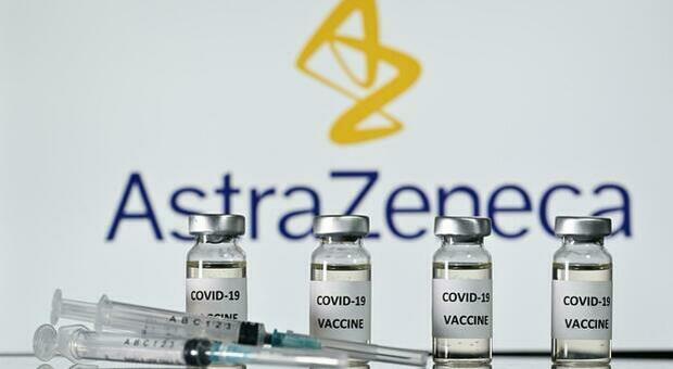 Vaccino AstraZeneca, l'allarme dell'Aifa: «Fake news sui social. Unico lotto vietato è Abv2856»
