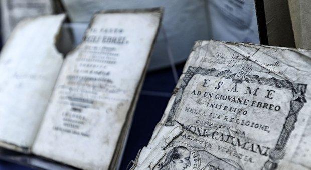 Roma, i carabinieri ritrovano 19 volumi degli ebrei razziati dai nazisti