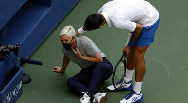 Djokovic, pallata alla giudice di linea: espulso agli Us Open