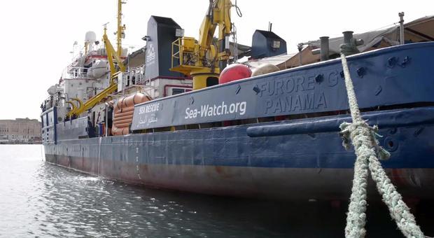 SeaWatch 3 ancora in mare: arriva la missione di supporto