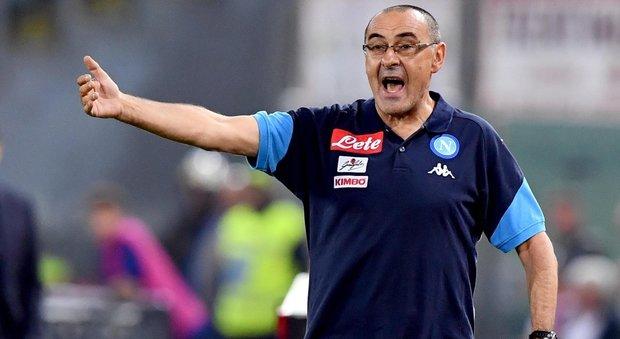 Cori anti-Napoli, Sarri li denuncia al quarto uomo