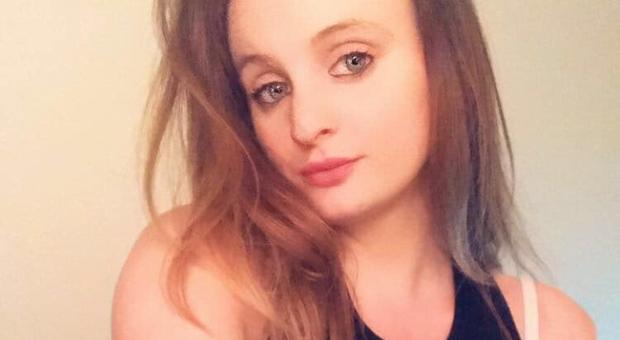 Coronavirus, Chloe muore a 21 anni senza patologie pregresse: «La vittima più giovane del Regno Unito»