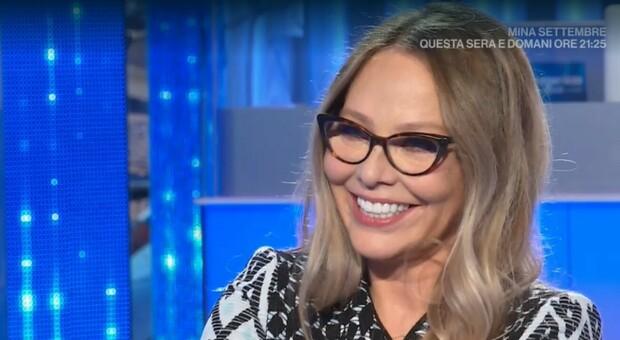 Domenica In, Ornella Muti in lacrime per l'omaggio di Michele Placido. «Sei irresistibile»