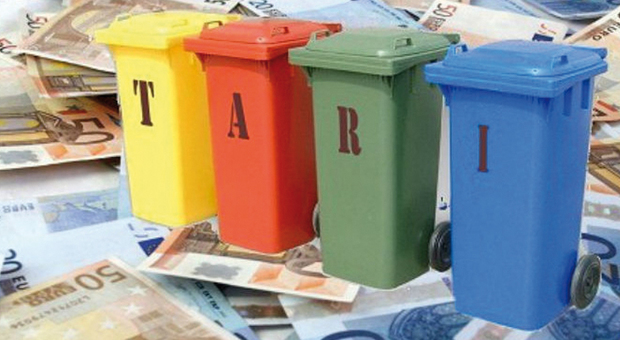 Rifiuti, per la Tari<br /> a Roma 389 euro l'anno<br />