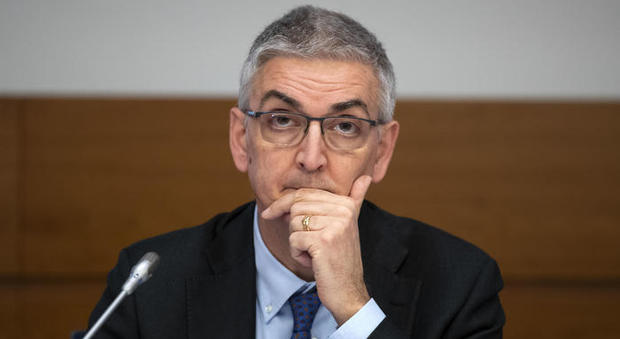 Brusaferro: «Apertura tra regioni sarà sfida». Allarme Oms: prepararsi all'arrivo di nuove ondate