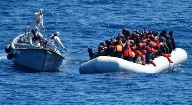 Migranti, nuova strage nel Mediterraneo: 15 morti al largo della Libia, 95 sopravvissuti