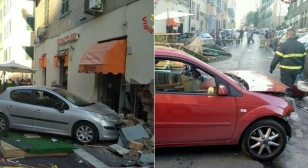 Roma, auto contro il muro di un ristorante: mamma e figlio neonato in codice rosso