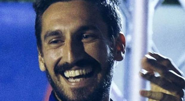 Lazio-Roma, il derby si ferma al 13' per ricordare Astori: applausi di tutto l'Olimpico