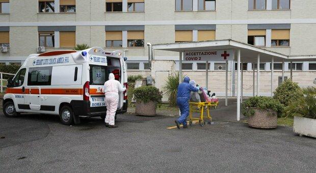 Positivo al Covid scappa dall'ospedale e torna a casa, ma viene trovato dai Carabinieri e riportato in ospedale