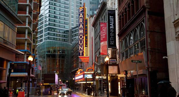 Paura a Boston, sette persone accoltellate nel distretto dei teatri