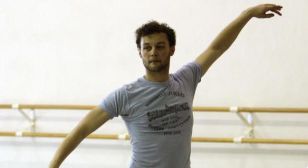 Liam Scarlett, morto a 35 anni star della danza: era accusato di abusi sui suoi allievi