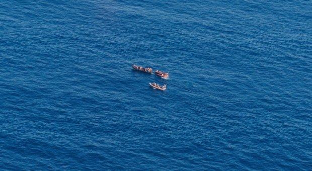 Mar Egeo, strage di migranti al largo della Turchia: 11 morti nel naufragio, 8 sono bambini