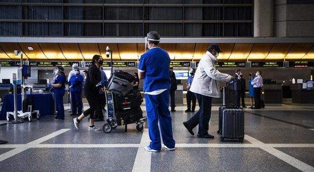 Aerei, aumentano del 12% i voli ma resta lo spettro delle cancellazioni. Ancora caos rimborsi