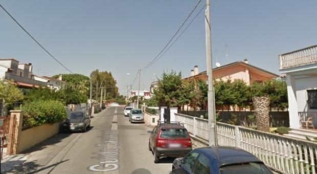 Roma, insultano immigrato e lo investono con l'auto per due volte, poi lo lasciano in fin di vita e fuggono