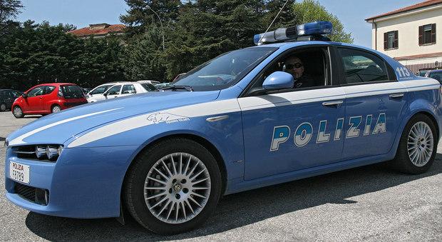 Roma, un garage trasformato in un arsenale: trovate 25 pistole e 30 fucili