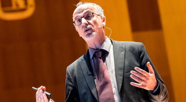 Virus, l'epidemiologo Lopalco: «118 prototipi vaccino. Oxford, Usa e Cina in testa»