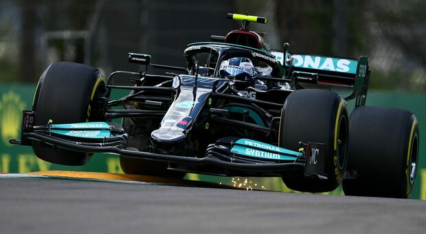 Lewis Hamilton conquista la pole a Imola 2021