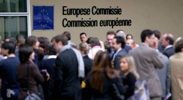 Bruxelles razzismo funzionario ue picchia italiana for Stage parlamento italiano