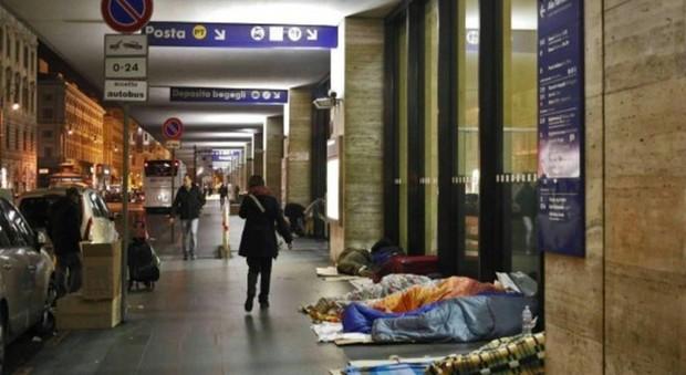Roma, troupe di Matrix aggredita in diretta alla stazione Termini: denunciato un senzatetto