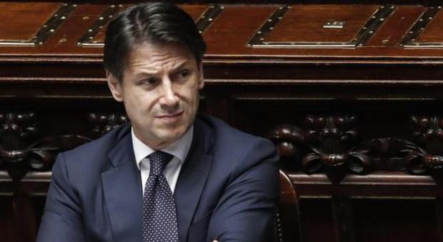 Tregua armata nel governo, Renzi non affonda il colpo, ma dopo l'estate lo scontro si sposterà sulla manovra