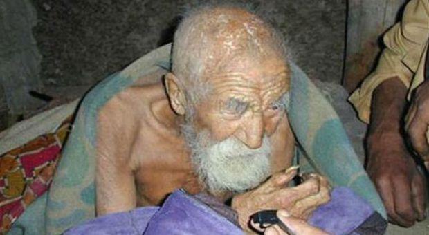 Il calzolaio che dice di avere 179 anni: «La morte si è dimenticata di me»